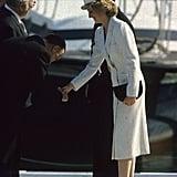 ارتدت الأميرة ديانا قبّعة من تصميم كانغول في زيارتها لقاعدة بحريّة إيطاليّة عام 1985.