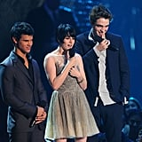 Robert Pattinson and Kristen Stewart stood on stage with Taylor Lautner at the 2009 VMAs.