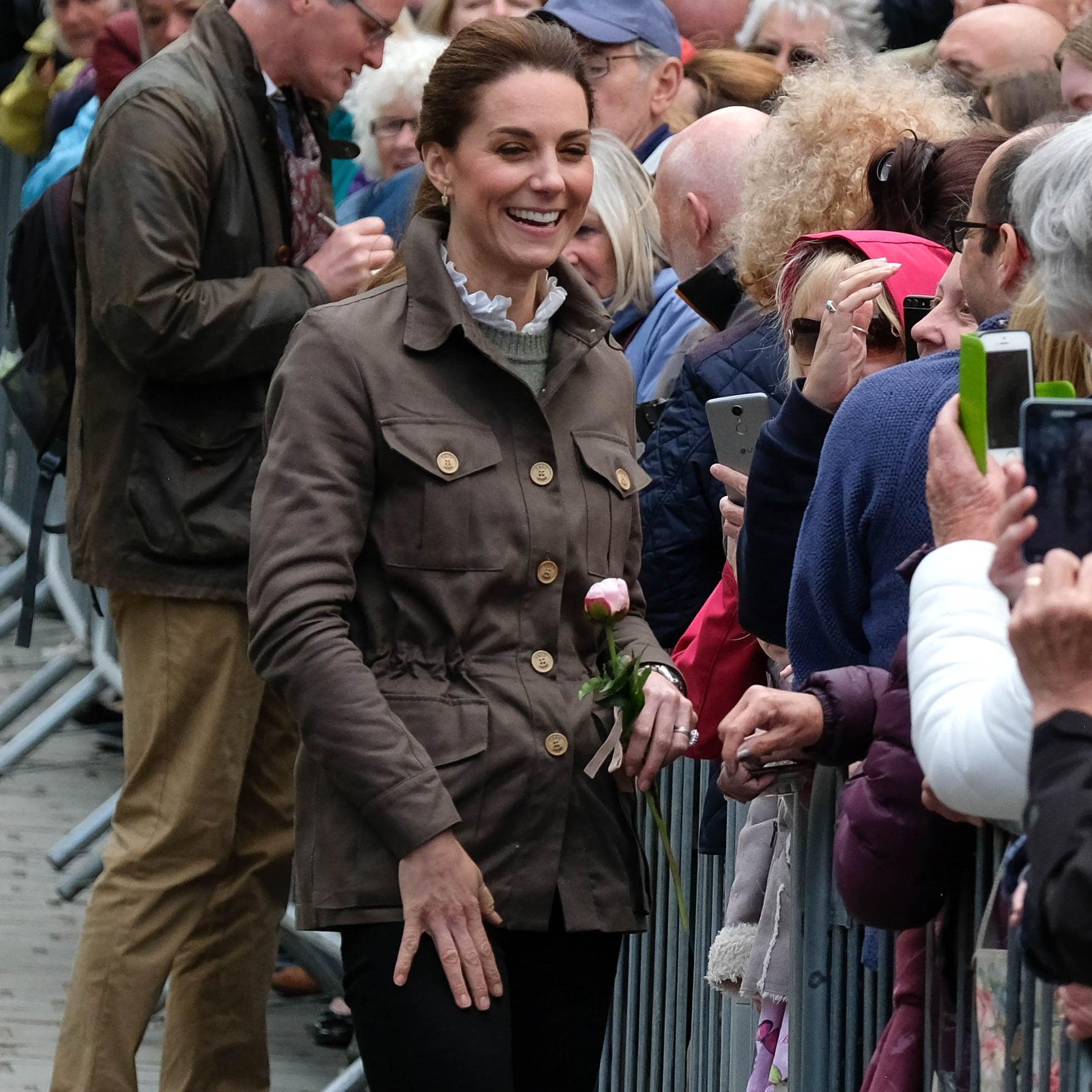 Kate Middleton Has Best Response When Little Girl Asks Why She Didn't Wear 'Princess Elsa Dress'