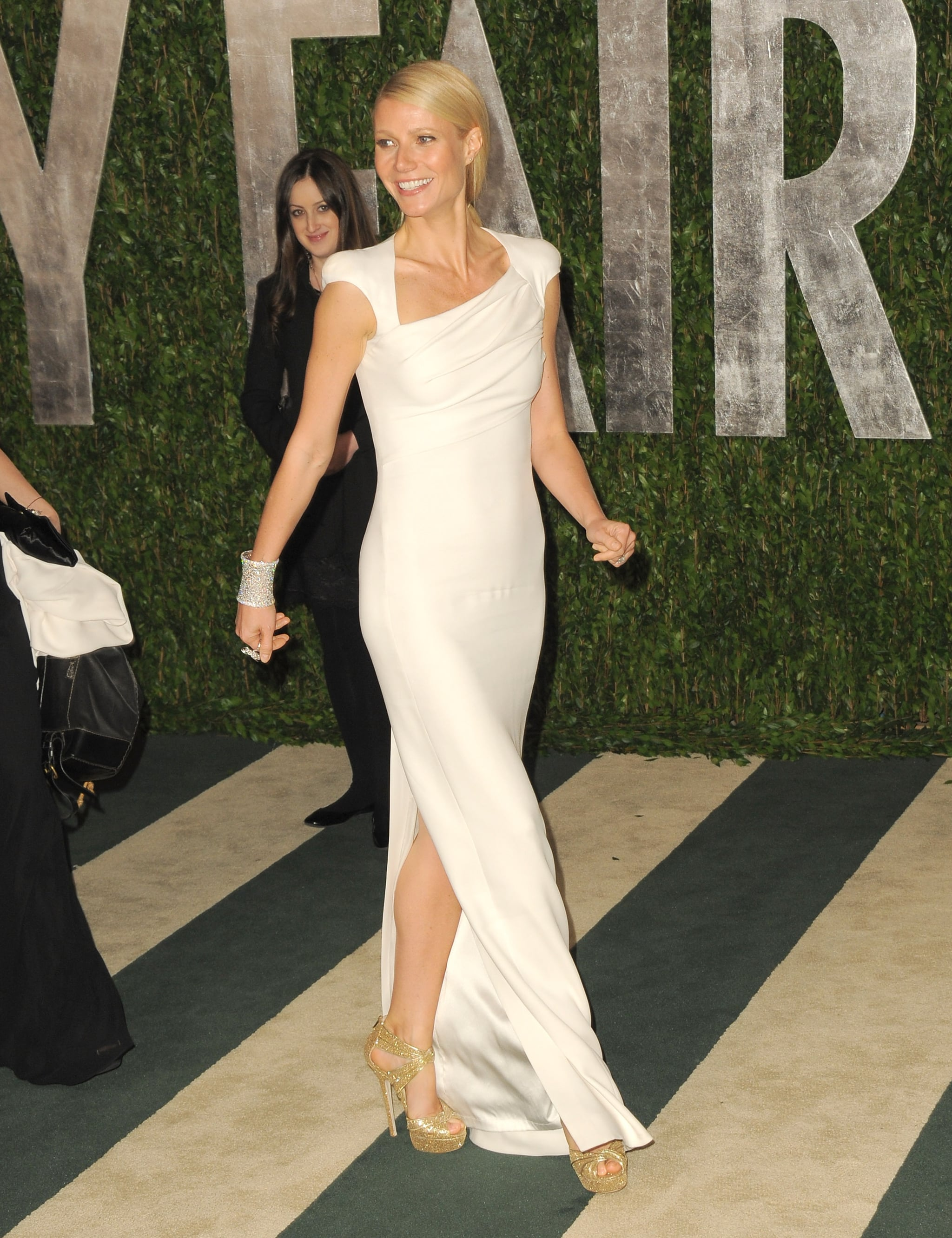 Gwyneth Paltrow makes her way down the Vanity Fair red carpet.