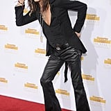 Steven Tyler gave a tip of his hat on the red carpet.