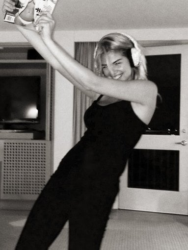 Kate Upton celebrated her Sports Illustrated cover with a solo dance party. Source: Twitter user KateUpton