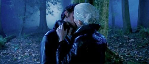 Although, we have to admit Dark Captain Swan is pretty sexy.