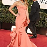 Jessica Alba looked breathtaking in this coral Oscar de la Renta dress at the 2013 Golden Globes.