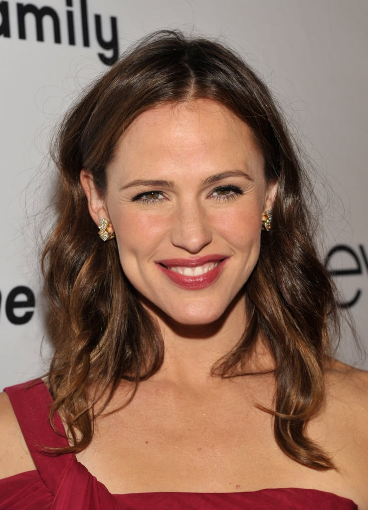 Jennifer Garner matched her lipstick to her dress.