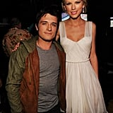 Taylor Swift took a moment to hang out with Josh Hutcherson at the 2012 Teen Choice Awards.