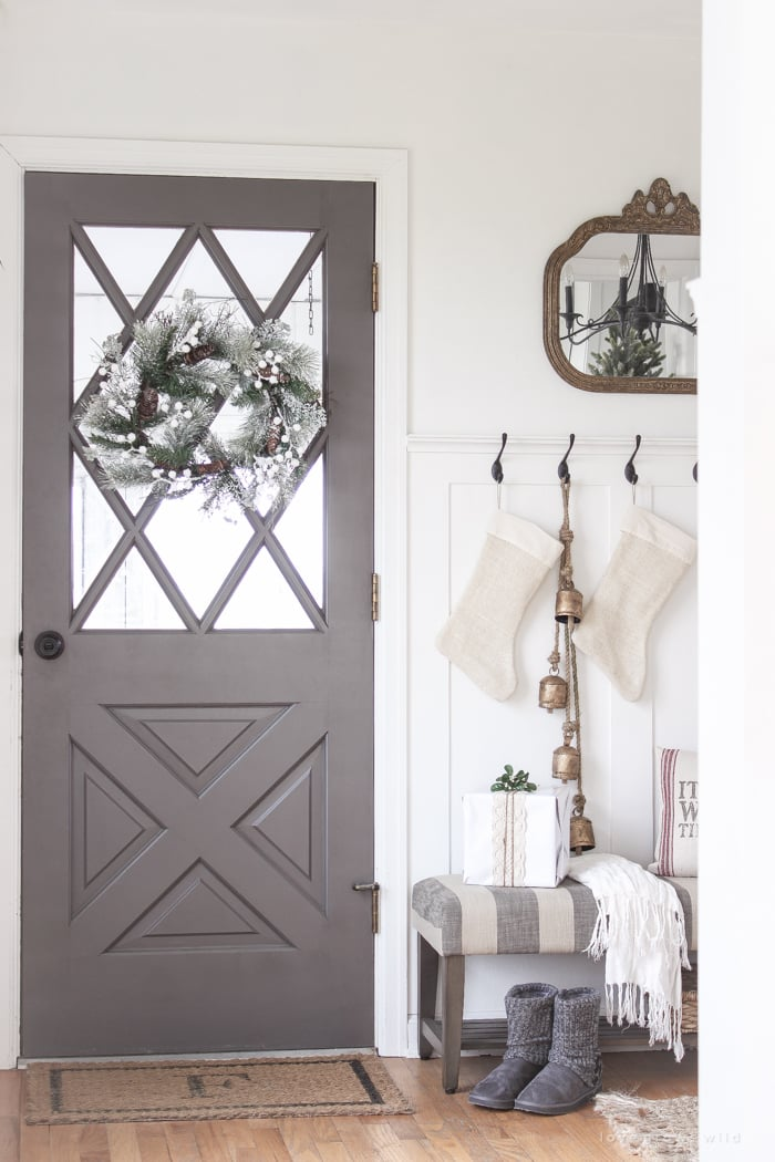 14 Fashion Forward Rooms For Every Design Lover: White And Grey Decor With Antique Bronze Touches