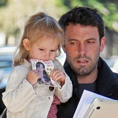 Violet Affleck Holds a Note From Her Mom