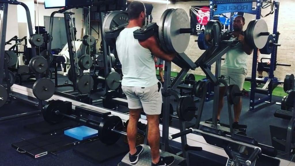 Lever full squats