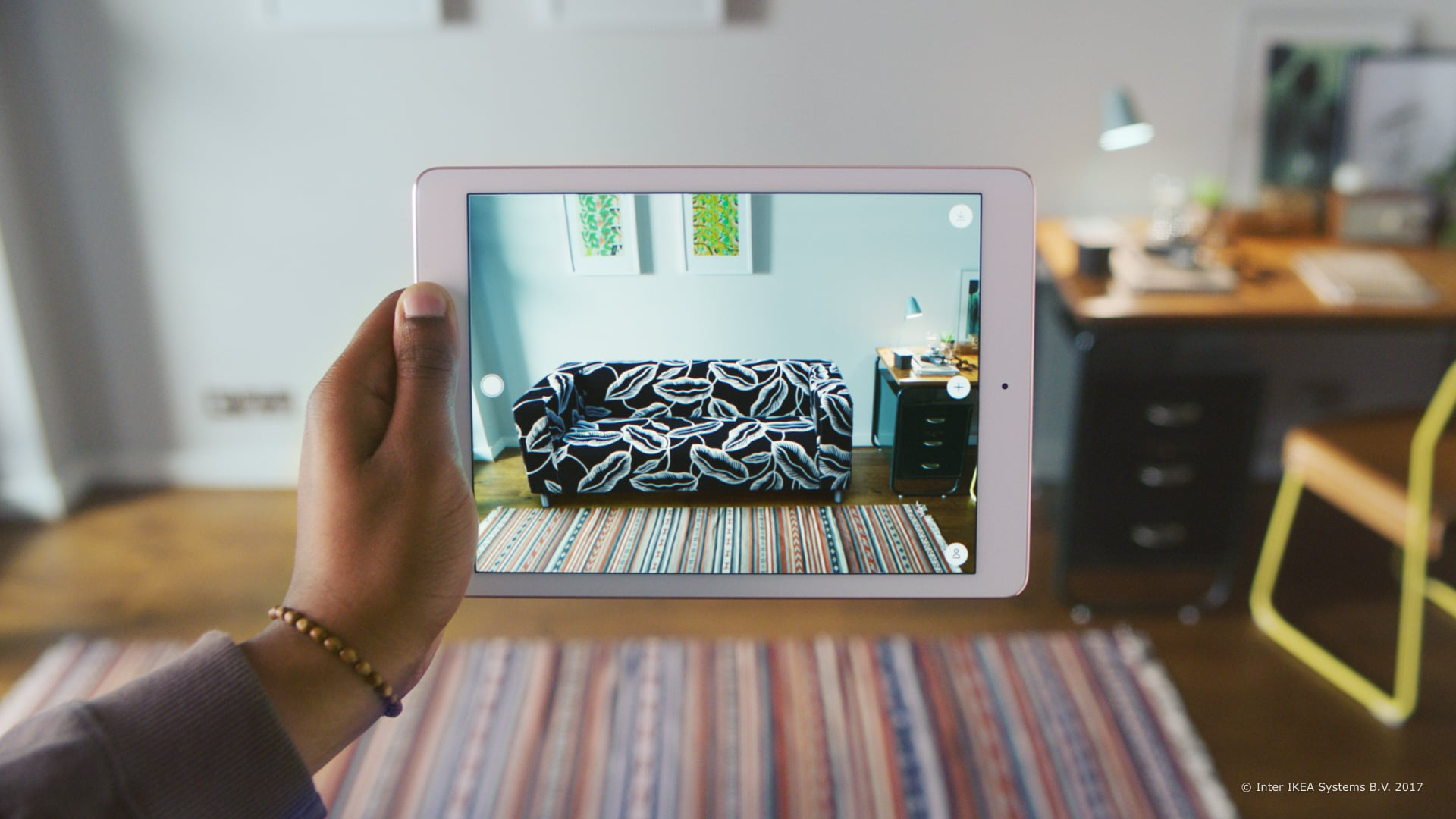 Ikea 39 s augmented reality home decorating app popsugar home for Home decorating app