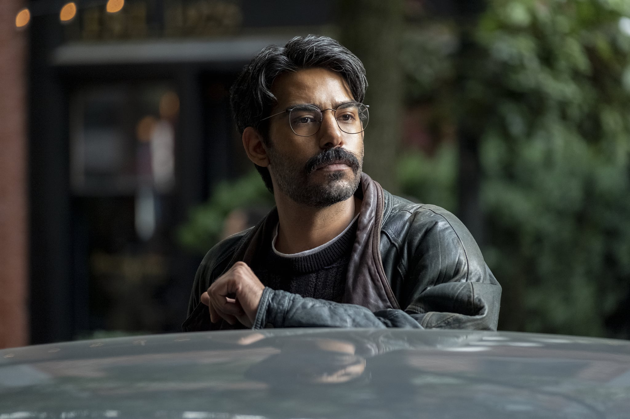 THE HAUNTING OF BLY MANOR (L to R) RAHUL KOHLI as OWEN in episode 101 of THE HAUNTING OF BLY MANOR Cr. EIKE SCHROTER/NETFLIX  2020