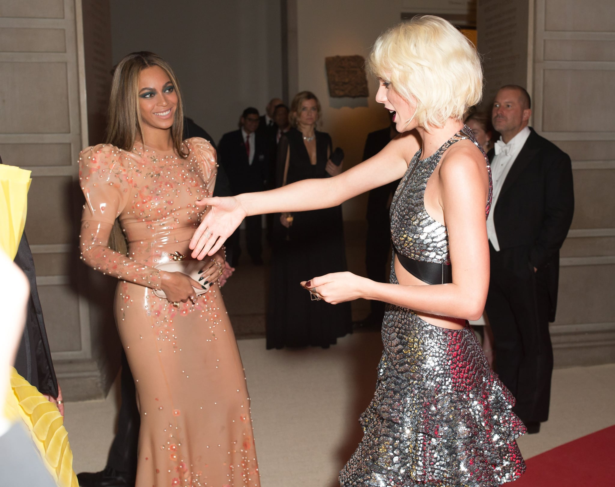 Pictured Beyonce Knowles And Taylor Swift Get Ready For This Year S Met Gala By Looking Back At The Best Moments From 2016 Popsugar Celebrity Photo 11