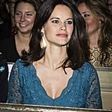 Sofia completed her look with large gold and teal earrings.