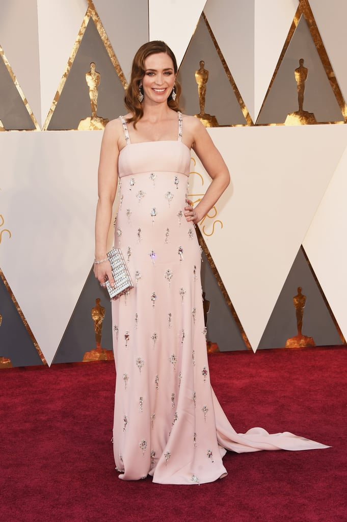 Emily Blunt carried a silver Judith Leiber clutch to the 2016 Academy Awards.