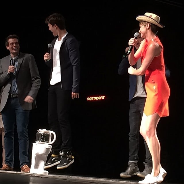 Shailene enters the stage with a cowboy hat and a jig in Dallas #tfiostour #tfiostx Source: Instagram user popsugar