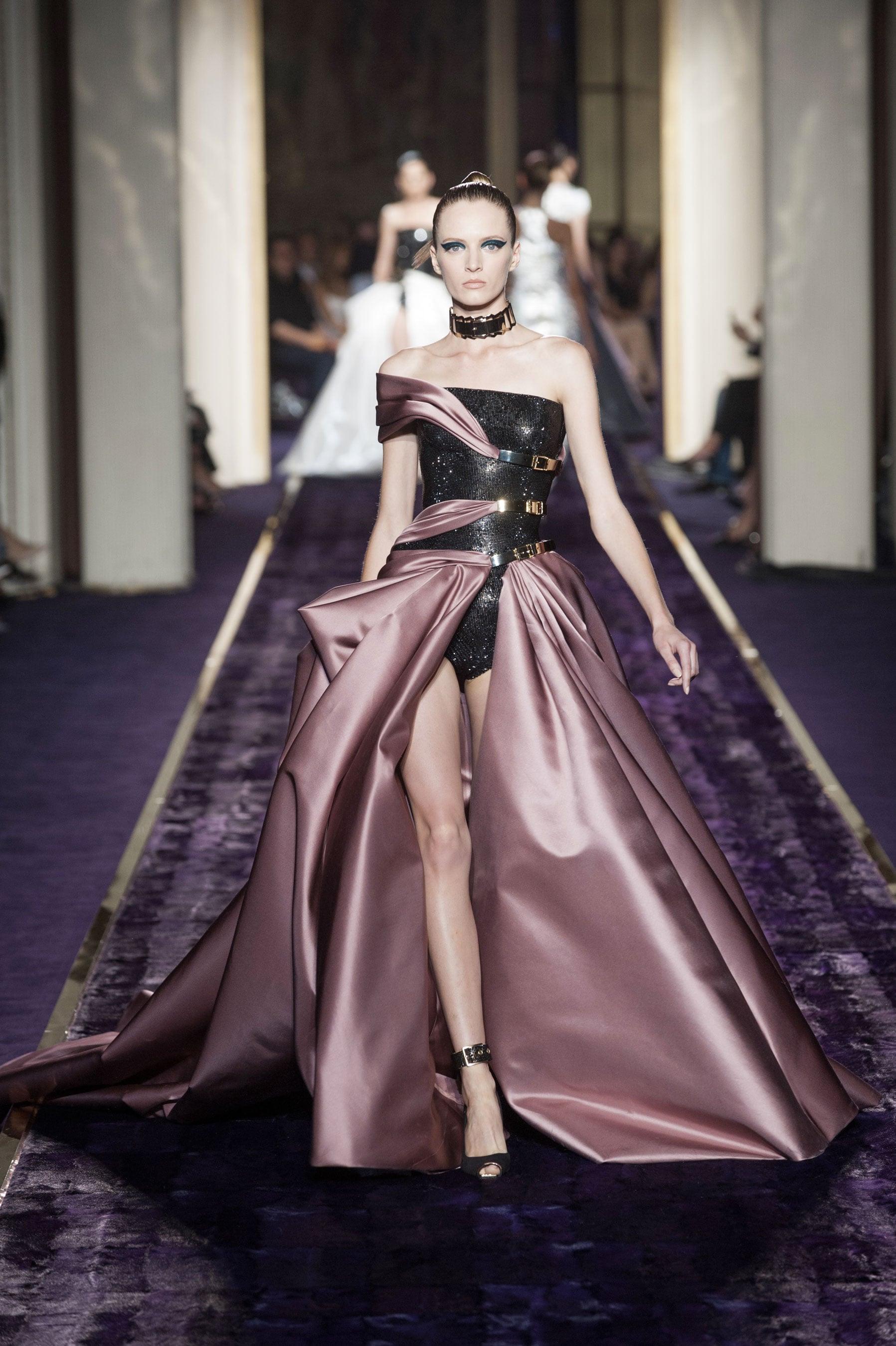 Atelier versace haute couture fall 2014 jennifer lopez for Couture vs haute couture