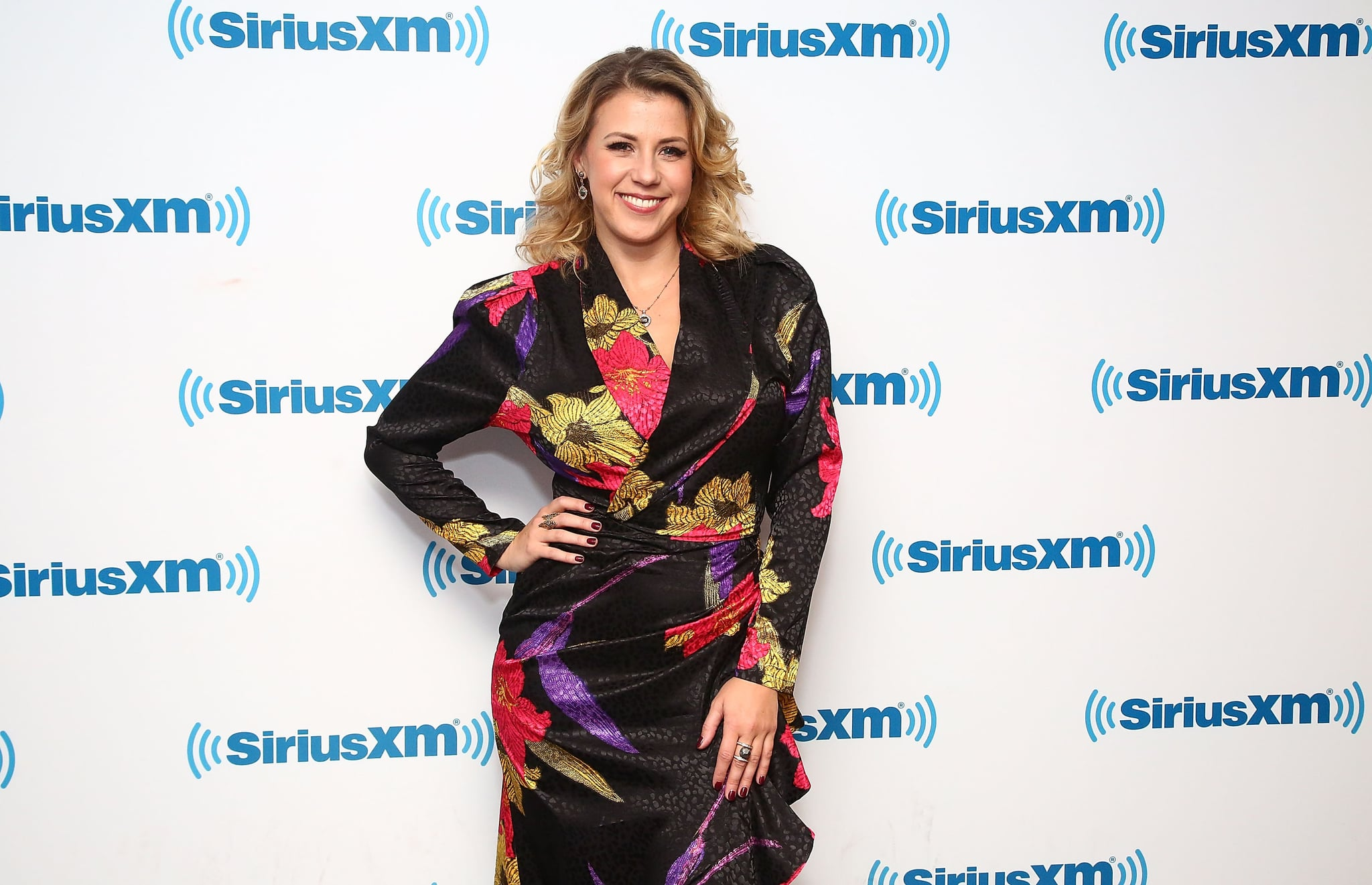 NEW YORK, NY - DECEMBER 10:  (EXCLUSIVE COVERAGE) Actress Jodie Sweetin visits the SiriusXM studios on December 10, 2018 in New York City.  (Photo by Astrid Stawiarz/Getty Images)