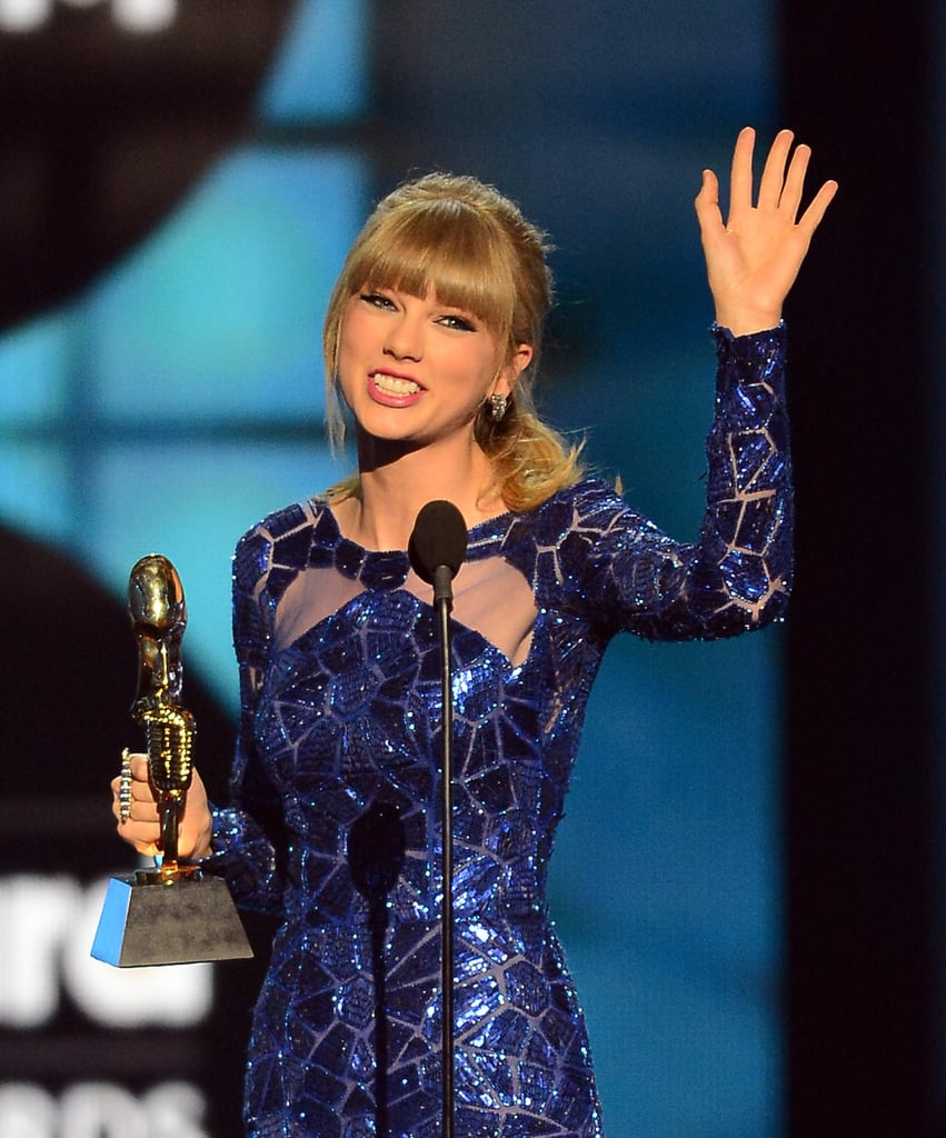 Taylor Swift waved to the crowd after accepting her award.