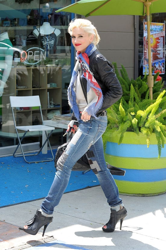"""Online Shopping Comes """"Easy"""" For Stylish Gwen Stefani"""