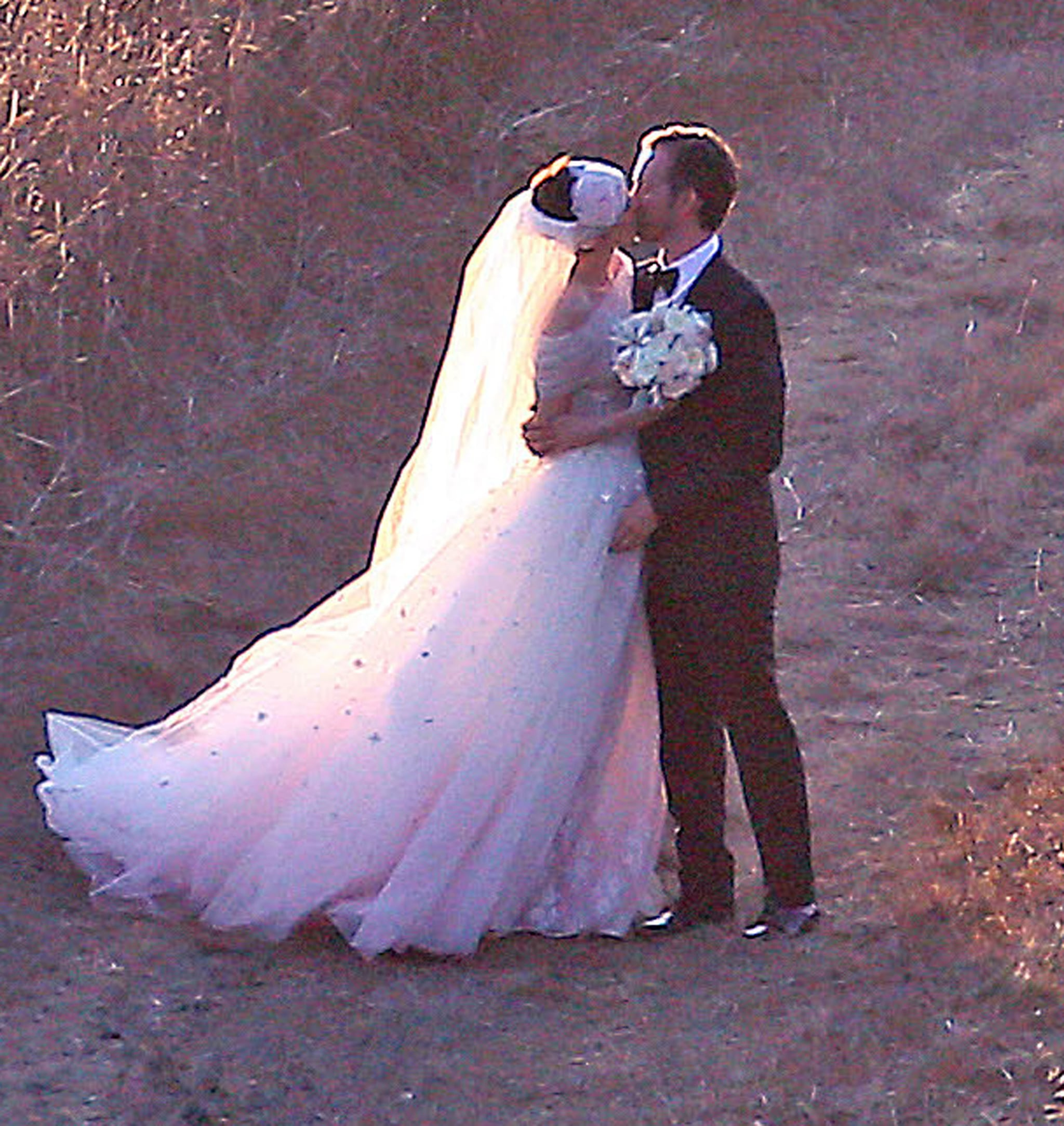 Anne Hathaway Wedding.Celebrity Entertainment See Anne Hathaway S Wedding Pictures