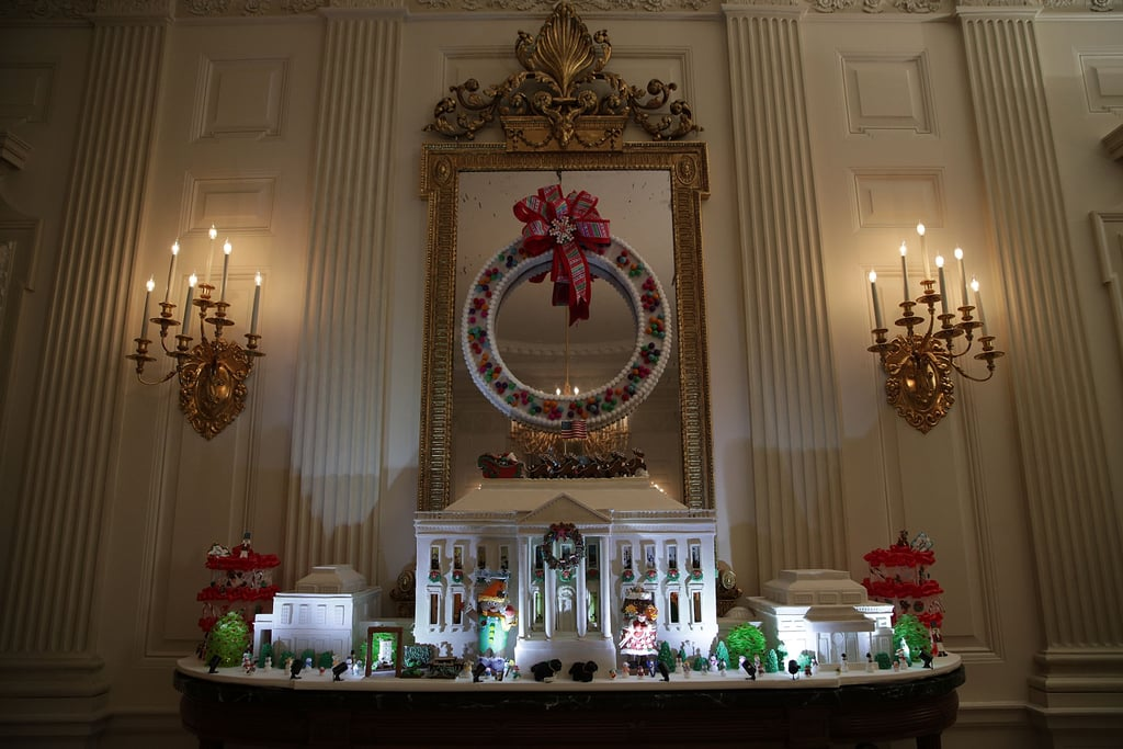 A gingerbread rendering of the White House