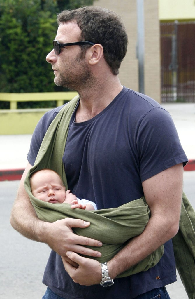 Liev Schreiber carried his newborn baby Alexander in a Mamma's Milk baby sling back in 2007.