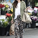 We love that while Jenna Dewan could have worn jeans, she picked the loose, printed pants from the labels. And to avoid any sloppiness, she paired with open-toe heels.