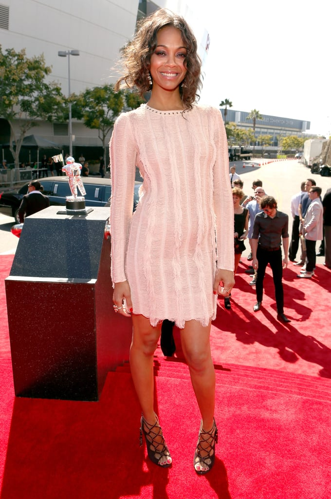 Zoe Saldana looked laid-back and lovely in a cream Salvatore Ferragamo dress and black strappy heels at the 2012 VMAs.