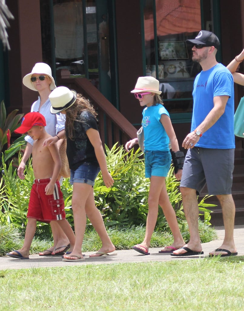 Reese Witherspoon, Jim Toth, Ava Phillippe, and Deacon Phillippe continued their Hawaiian vacation.