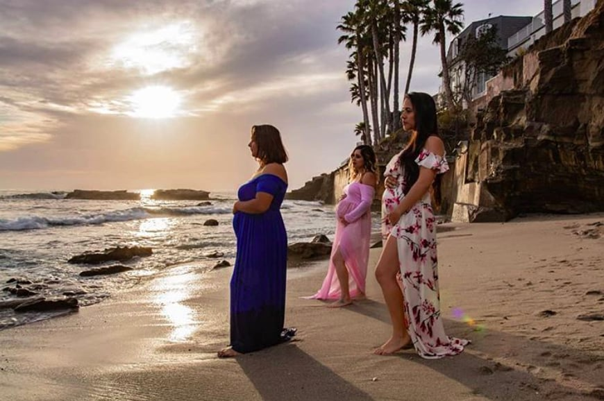 Holy sunset, Batman! This maternity shoot is gorgeous!