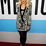 While Gwen tried to cover up in an ornate Balmain blazer and slick black leather pants at the 2012 American Music Awards, we still saw a peek of that toned tummy.