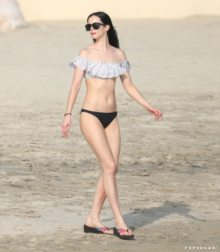 Krysten Ritter showed off her fit physique while talking a stroll on the beach in May 2016.