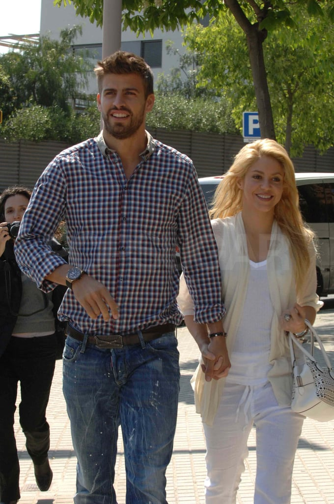 Shakira and Her New Boyfriend Gerard Make Out During a Loved Up Lunch