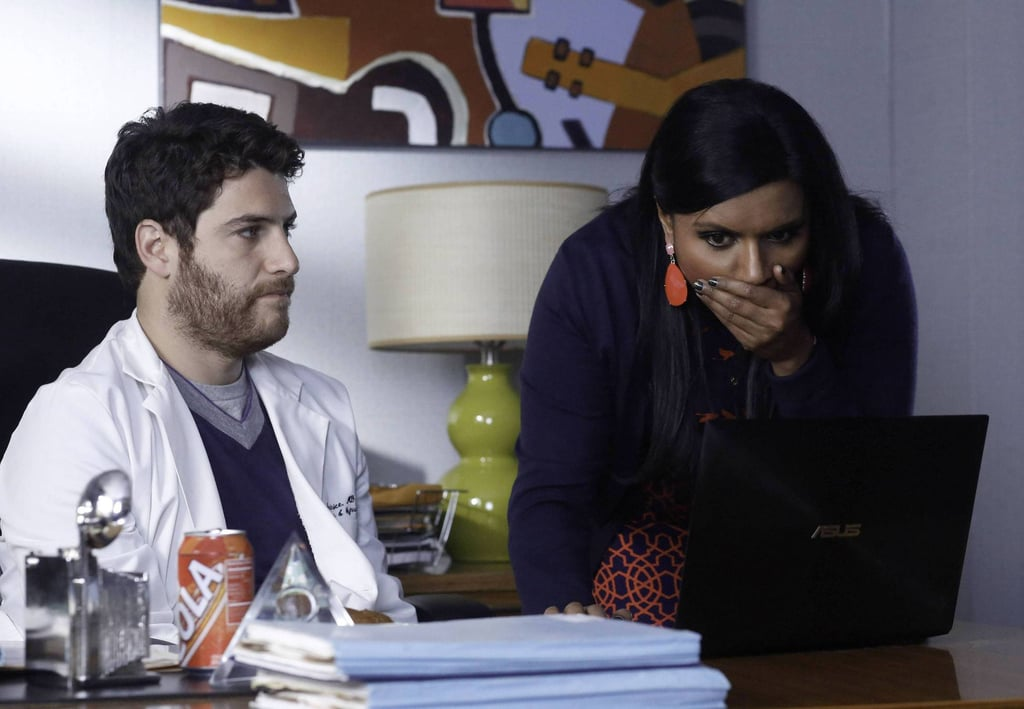 With Peter's (Adam Pally) help, Mindy discovers her old sex tape on the Internet.