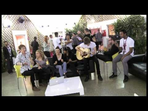 """Kylie Minogue's Acoustic Jam Session Singing """"Nu-Di-Ty"""""""