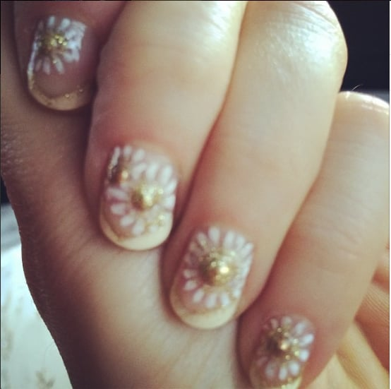 At the Golden Globes this year, Zooey opted for an ivory and gold daisy design on her fingertips.  Source: Instagram user zooeydeschanel