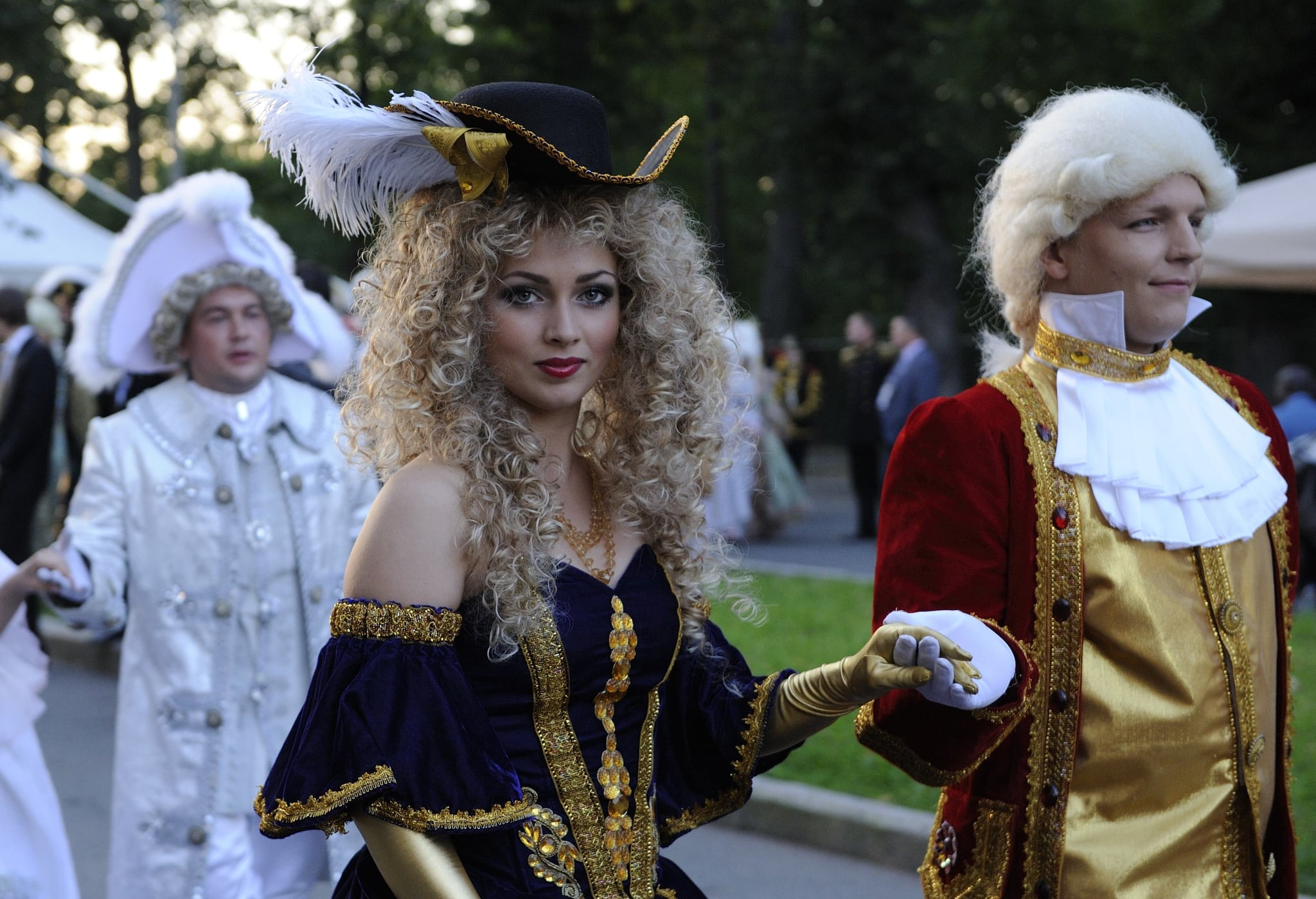 """Actors were on hand at the """"Russian Versailles"""" to entertain world leaders."""