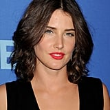 Attending the CBS 2013 upfront presentation in New York, Cobie Smulders was looking sexy with textured waves and a vibrant red lipstick.