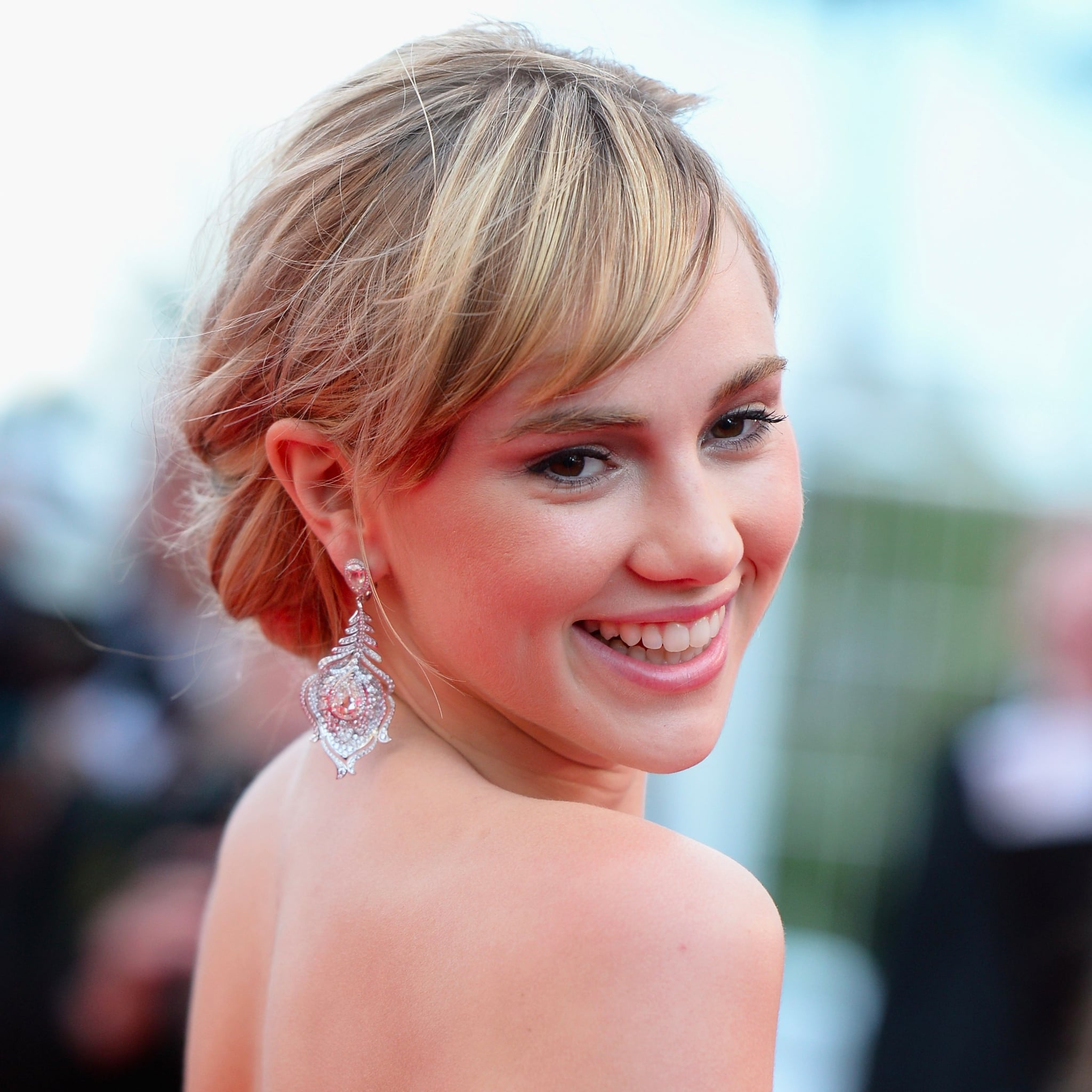 How to wear hair up with a fringe popsugar beauty uk solutioingenieria Image collections