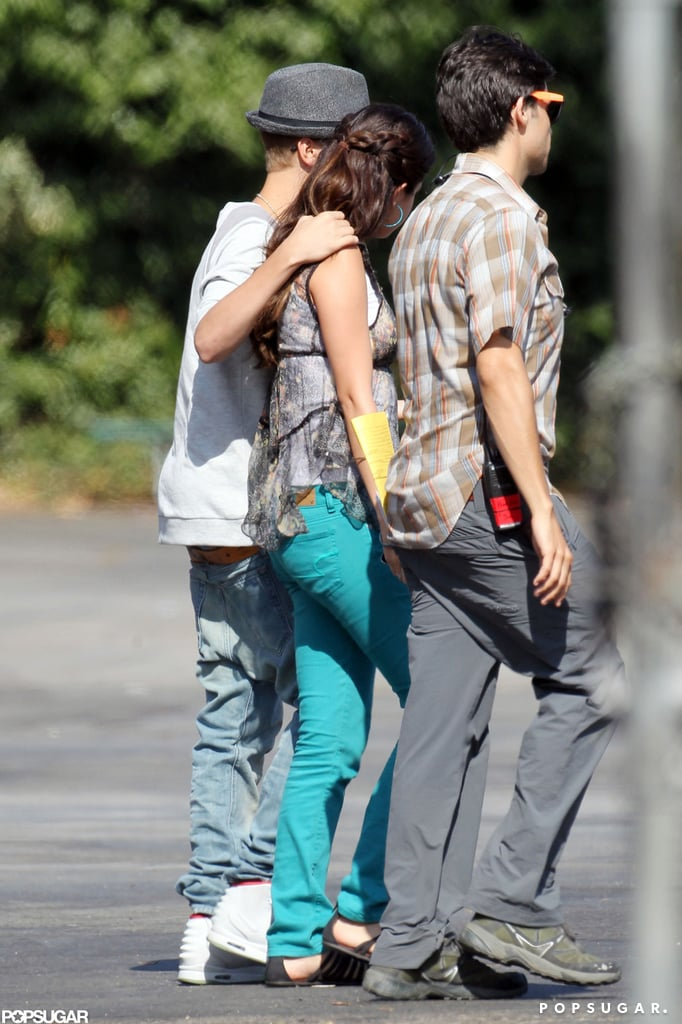 Justin Bieber had his arm around Selena Gomez.