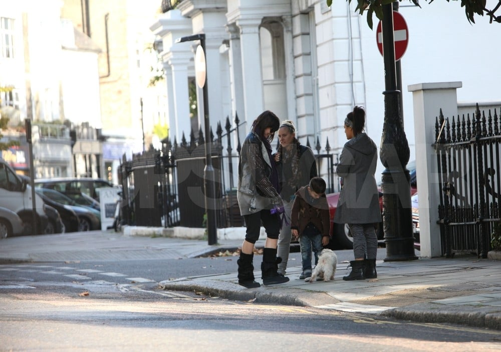 Kingston Rossdale and Zuma Rossdale played with sister Daisy Lowe's dog Uncle Monty.
