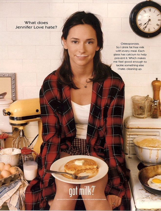 Jennifer Love Hewitt kept things casual, sporting an open flannel shirt while eating some pancakes.