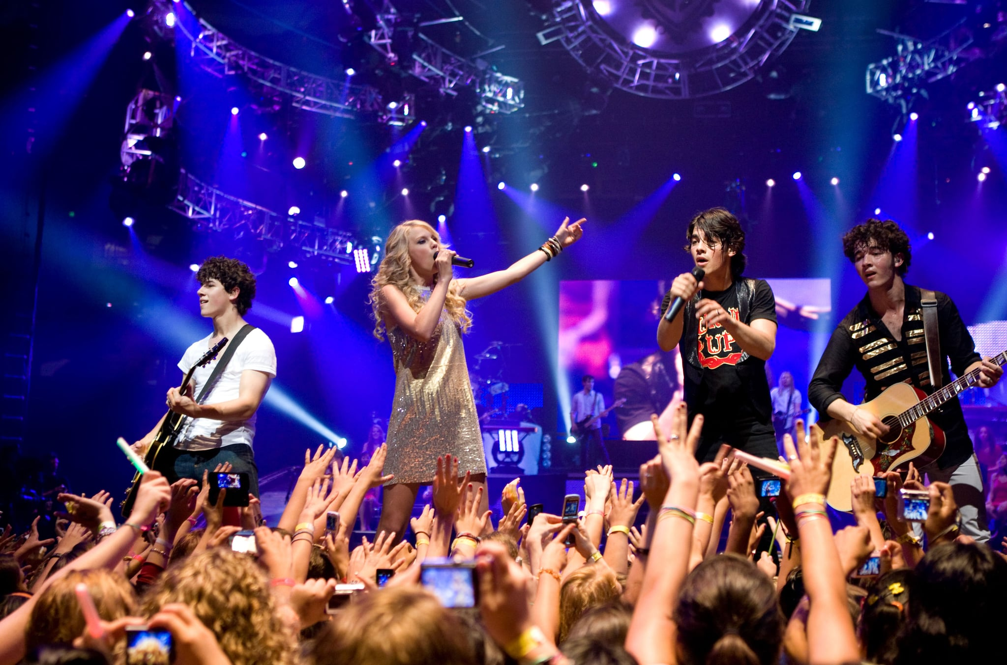 Jonas Brothers Reaction To Taylor Swift S Bbmas Performance Popsugar Celebrity