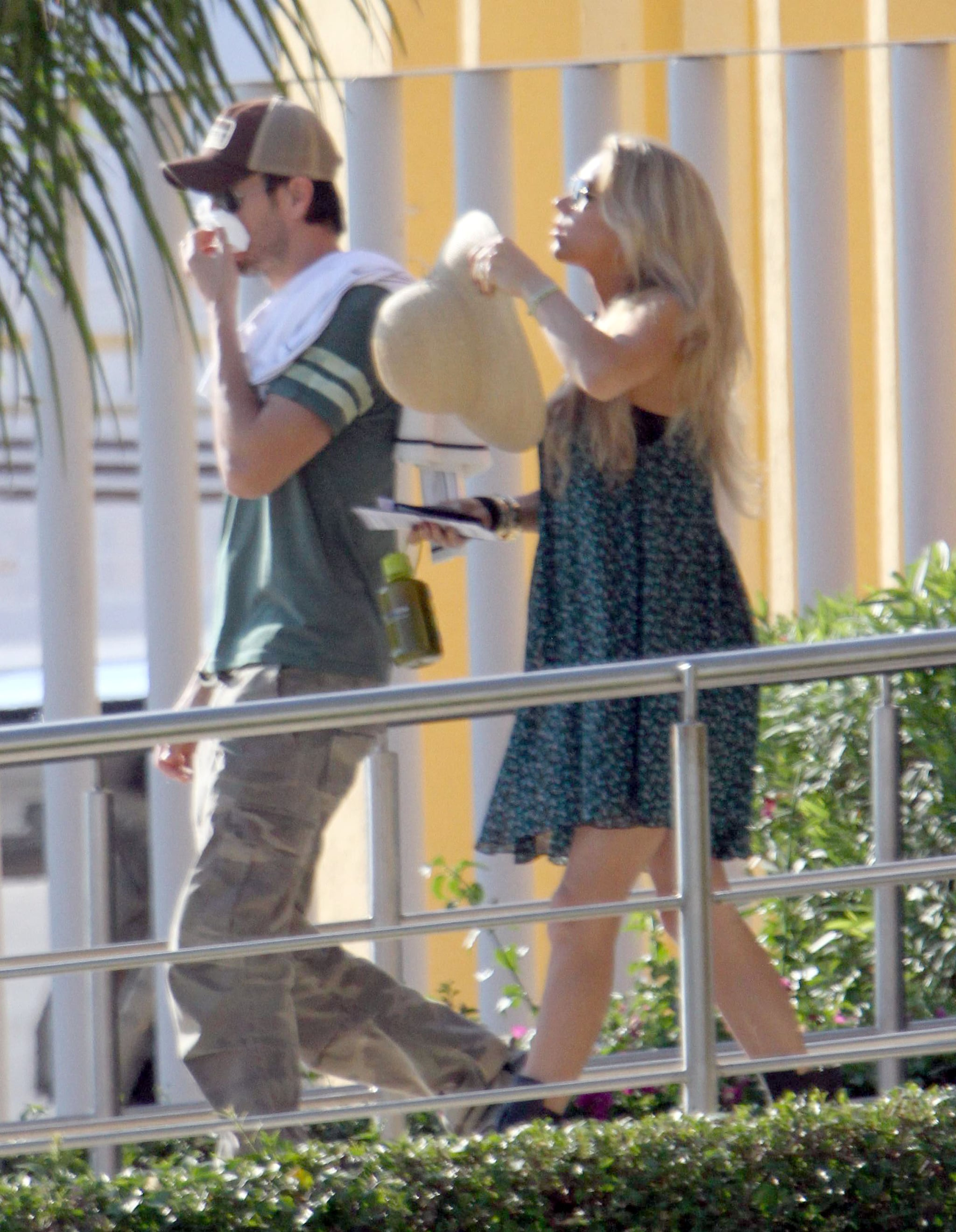 Enrique Iglesias and Anna Kournikova kept it casual as they began their trip.