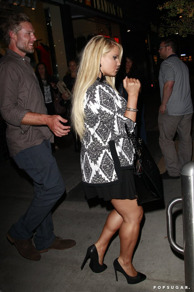 Jessica Simpson wore a short black skirt.