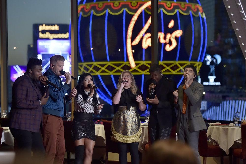 "Pentatonix Kelly Clarkson ""My Grown Up Christmas List"" Video ..."