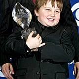 Holding a trophy at the People's Choice Awards in January 2004.