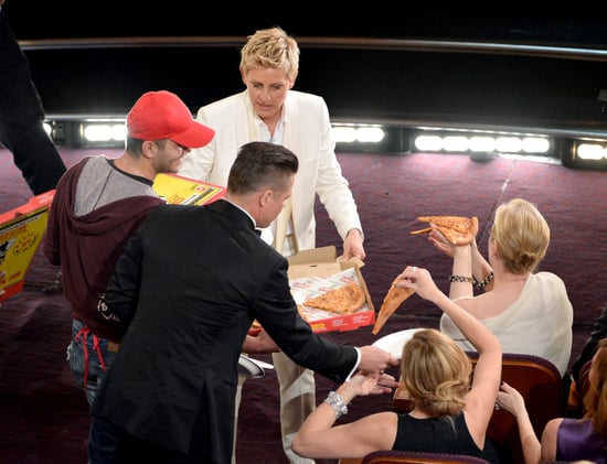 Brad-Pitt-Julia-Roberts-Meryl-Streep-got-pizza-party