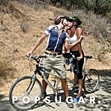 Rebecca Romijn and Jerry O'Connell stopped during an LA bike ride in LA in July 2007.