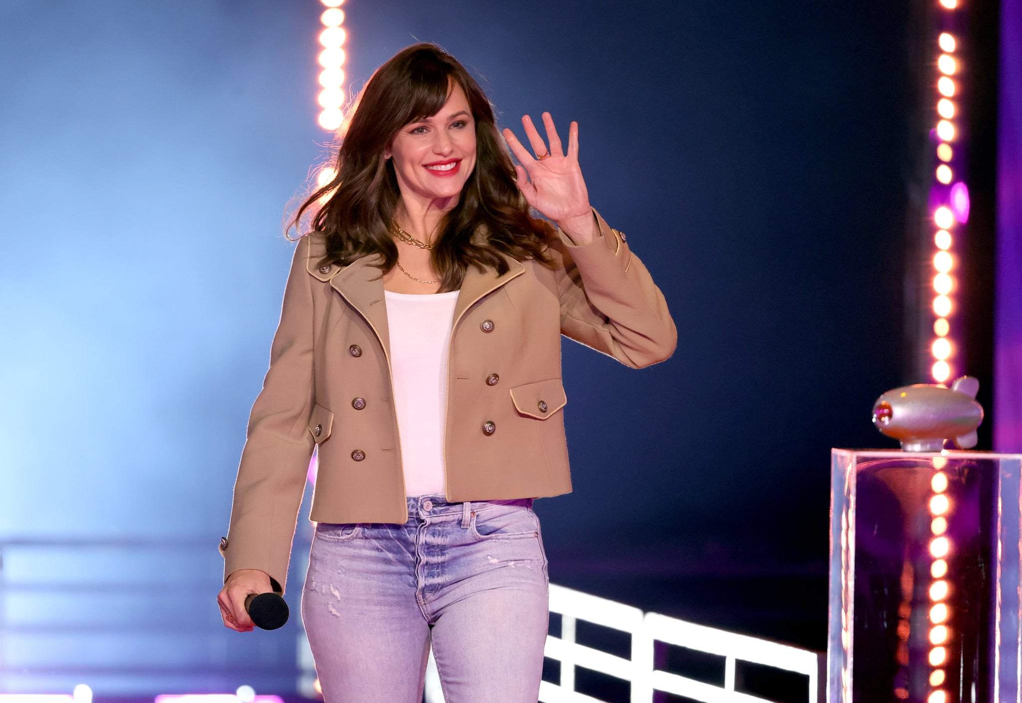 SANTA MONICA, CALIFORNIA - MARCH 13: In this image released on March 13, Jennifer Garner walks onstage during Nickelodeon's Kids' Choice Awards at Barker Hangar on March 13, 2021 in Santa Monica, California. (Photo by Rich Fury/KCA2021/Getty Images for Nickelodeon)